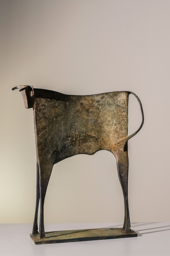 Carlos Mata - Toro Amarilio-Side - 44 x 37 x 9 cm - Editie 7-8