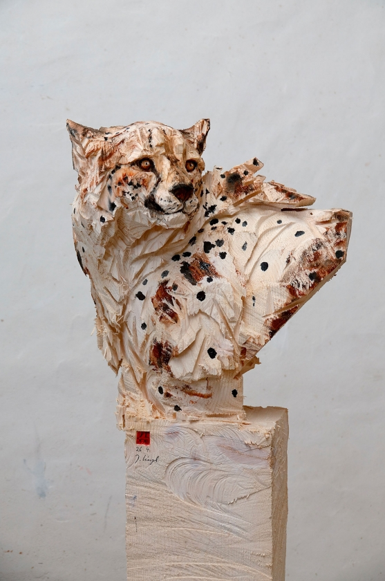 Bust of Cheetah, Turning His Head Around - Jürgen Lingl - Leonhard's Gallery